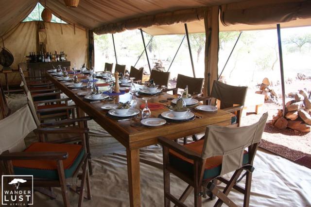 Typischer Platz für Mahlzeiten in einem Tented Camp